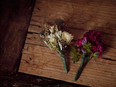 Bouquets, boutonniers and flower hairpins as wedding favors - guests look good and actually use their gift