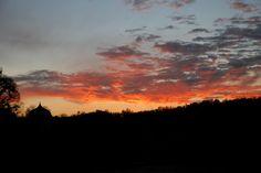 ciel en feu au dessus de la nécropole #chateaudelarochecourbon #larochecourbon #chateau #castle #charentemaritime #igerscharentemaritime #sunset #saintonge