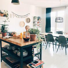 Foto: @koetjesenkaartjes. IKEA, VADHOLMA Keukeneiland, zwart, eiken, 126x79x90 cm First Apartment, Studio Apartment, Kitchen Island Hack, Ikea, Humble Abode, Decoration, Home Buying, Building A House, Sweet Home
