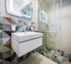 Moderní koupelna - obklady se starými českými dekory -