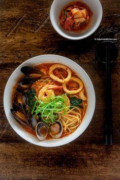 Jjamppong (Korean Spicy Seafood Noodle Soup) - My Korean Kitchen Ramen Noodle Recipes, Soup Recipes, Noodle Soups, Korean Noodles, Korean Kitchen, Asian Recipes, Ethnic Recipes, Asian Desserts, Seafood Soup