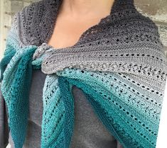 Whiskey Glass Shawl is a simple triangular shawl worked top down, using basic stitches to make the textured output. It's like an old crystal glass set on the table of your cigar salon. Knitting Basics, Crochet Basics, Knit Or Crochet, Knitting Stitches, Knitting Patterns Free, Crochet Patterns, Crochet Hats, Knitting Ideas, Free Knitting