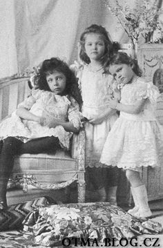 "Princess Elisabeth ""Ella"" (Elisabeth Marie Alice Viktoria) (11 Mar 1895-16 Nov 1903) Hesse & 2 of her Romanov cousins Olga & Tatiana by unknown photographer. Ella was 1st child of Ernest Louis V ""Ernie"" (1868-1937) Hesse & 1st wife Princess Victoria Melita ""Ducky"" (1876-1936) UK."