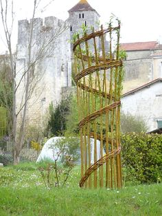 Willow Fence, Willow Garden, Moss Garden, Garden Totems, Garden Art, Garden Design, Outdoor Projects, Garden Projects, Bamboo Structure