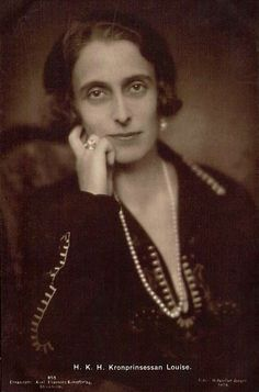 Queen Louise of Sweden, born a Princess of Battenberg. Her father, Prince Louis of Battenberg renounced all his German titles in 1917 and anglicised his family name to Mountbatten. He was then created the first Marquess of Milford Haven in the peerage of the United Kingdom. His daughter was then as Lady Louise Mountbatten. Louise: sister of Louis Mountbatten, 1st Earl Mountbatten of Burma, an aunt of Prince Philip, Duke of Edinburgh, and  a niece of Empress Alexandra Feodorovna of Russia.