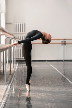Photography Quotes :Dance plays an important role in life - Page 44 of 66 - Quotes Daily Dance Photography Poses, Dance Poses, Ballerina Photography, Ballet Pictures, Dance Pictures, Alo Yoga, Ballet Style, Belly Dancing Classes, Ballet Clothes