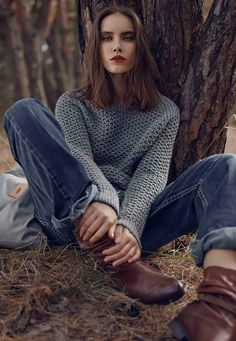 How to look stylish in a knitted wide sweater New 2019 – hotcrochet .com – girl photoshoot poses