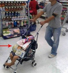 Funny people of Walmart People Of Walmart, Only At Walmart, Stupid People, Crazy People, Strange People, Walmart Humor, Walmart Shoppers, Walmart Pics, Funny Walmart Pictures