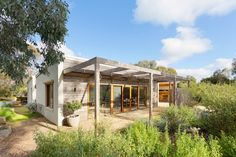 Recently sold 2 bedroomhouse at 5 Munro Court, Castlemaine VIC 3450. View sold property prices & listing details on Domain.com.au. 2011292433
