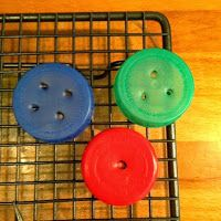 Larabee: |FUN|bottle top buttons