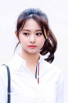 TWICE : V LIVE Beautiful Japanese Girl, Beautiful Girl Image, Beautiful Asian Girls, Beautiful Women, Korean Beauty, Asian Beauty, Tzuyu Wallpaper, Twice Tzuyu, Prity Girl