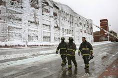 Beautiful icy aftermath of #ChicagoFire (Image by Scott Olson / Getty Images)