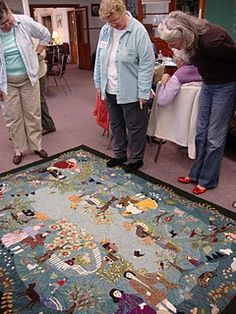 Sandra Porter and her family story hooked rug. Wow, that's amazing. Love the way you can see the scene from all sides.