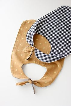 Make this simple, reversible knotted pass-through baby bib--it'd make a great baby shower gift!