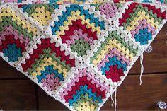 Der Neue : Mitered granny square free pattern, granny mitered pattern square - Her Crochet Crochet Squares, Granny Square Crochet Pattern, Crochet Granny, Crochet Motif, Double Crochet, Crochet Stitches, Free Crochet, Knit Crochet, Sunburst Granny Square