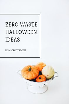 Halloween doesn't have to be a sugar rush & sacrifice to your well-being (or the planet's! These DIY Halloween treats are ones you will adore. Learn about all these zero waste halloween ideas here. Sac Halloween, Halloween Treats, Halloween Decorations, Fruit Decorations, Healthy Halloween, Handmade Decorations, Halloween Party, Trick Or Treat Bags, Halloween Celebration
