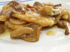 Chicken breast with mushrooms Cotolette di pollo con salsa ai funghi. Chicken Wing Recipes, Meat Recipes, Cooking Recipes, Pollo Recipe, Pollo Chicken, Original Recipe, Peru, Italian Recipes, Good Food