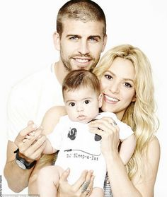 Singer Shakira and her foot baller beau Gerard Piqué, expecting their second child. Shakira confirmed to Cosmopolitan Spain, . Shakira E Pique, Shakira Baby, Shakira And Gerard Pique, Celebrity Baby Names, Celebrity Babies, Celebrity Couples, Celebrity Gossip, Cute Family, Beautiful Family
