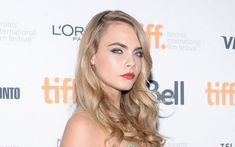 Cara Delevingne Pose to Cameras Wallpaper - HD Wallpapers - Free Wallpapers - Desktop Backgrounds