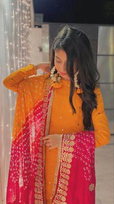 Simple Mehndi Dresses, Bridal Mehndi Dresses, Mehendi Outfits, Beautiful Pakistani Dresses, Asian Bridal Dresses, Pakistani Dresses Casual, Indian Gowns Dresses, Pakistani Bridal Wear, Indian Fashion Dresses