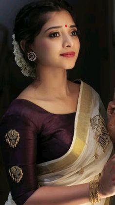 Lehenga Designs, Kerala Saree Blouse Designs, Wedding Saree Blouse Designs, Saree Blouse Neck Designs, Saree Blouse Patterns, Designer Blouse Patterns, Fancy Blouse Designs, Wedding Sarees, Pattern Blouses For Sarees