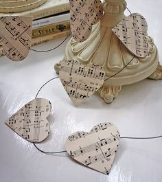 Heart garland, so easy. This could be made with book pages, music sheet, scrapbook pages, kraft paper, gift wrap, maps, etc. For Valentine's Day, wedding, bridal shower, etc.