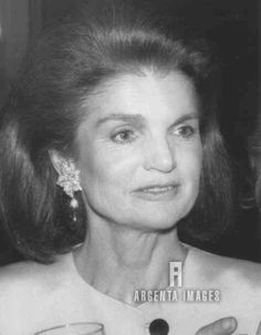 Jackie Onassis is photographed this evening arriving for a Literary Lions gala at the New York public Library 1988 Jacqueline Kennedy Onassis, John F Kennedy, Southampton, Jfk Jr, International Style, Before Us, Silver Hair, Her Style, Style Icons