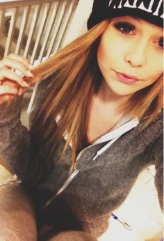 Acacia Clark. She's soooo beautiful!!