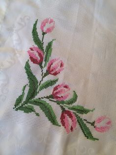This Pin was discovered by HUZ Xmas Cross Stitch, Cross Stitch Rose, Cross Stitch Flowers, Cross Stitching, Cross Stitch Embroidery, Hand Embroidery, Embroidery Designs, Cross Stitch Designs, Cross Stitch Patterns