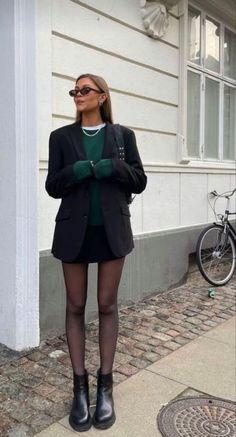 Looks Street Style, Looks Style, Look Fashion, Winter Fashion, Paris Fashion, Trendy Fashion, Mode Monochrome, Mode Gossip Girl, Mode Outfits