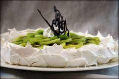 Pavlova... la mia passione! kiwi pie? not that good at spanish but looks yummy!!