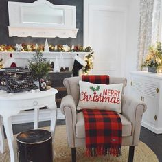 averywayfairholiday holidayhousewalk2016 linkinprofile holiday garland A plaid throw, a themed pillow, and some #garland is all it takes to transform your living room into a cozy #holiday retreat. #AVeryWayfairHoliday #holidayhousewalk2016 #linkinprofile @foxhollowcottage