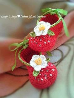 Crochet the New Baby Booties. Crochet the New Baby Booties. - Knitting works include the time . Crochet Baby Boots, Baby Girl Crochet, Crochet Slippers, Booties Crochet, Kids Crochet, Baby Patterns, Crochet Patterns, Crochet Ideas, Bernat Baby Yarn
