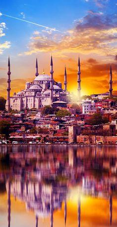 """Increíble y Espectacular vista de la Mezquita Azul desde el estrecho de *""""Bósforo (Sultanahmet Camii)""""* .. *Estambul, Turquía*"""