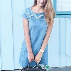 Robe en jean avec détails effilochés ethniques : http://www.taaora.fr/blog/post/robe-jean-bleue-brodee-broderies-style-ethnique-col-franges-en-bas-dechirures #look #outfit #streetstyle