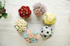 My Hongkong student work #flowercake #maricake #Hongkong #flower #cake #class #buttercreamrose #buttercreamflower #buttercream #buttercreamcake #victorianrose #anemone #stock #carnation #camellia #ribbonrose #cupcake #cupcakes #flowercakeclass #플라워케이크 #마리케이크 #케이크 #먹스타그램 #맛스타그램 #꽃스타그램 #빵스타그램