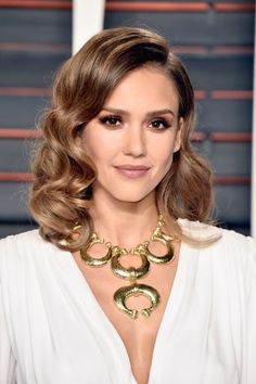 The glamour! A shorter length adds an air of the 50s to Jessica Alba's super shiny Hollywood waves.