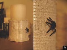 Castiçal Aranha Halloween, Pillar Candles, Candle Holders, Spider, Diy, Ideas, Tin Cans, Porta Velas, Halloween Stuff