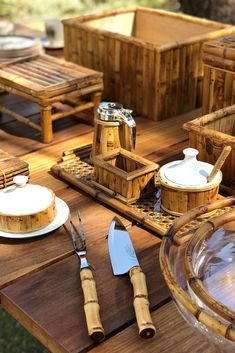 Bamboo Crafts, Wood Crafts, Lotus Pond, Bamboo House, Catering Display, Bamboo Design, Bamboo Furniture, Chinoiserie Chic, Coconut Shell