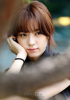 영화 <감시자들>에서 천부적 기억력과 관찰력을 가진 감시반 신참 하윤주 역의 배우 한효주
