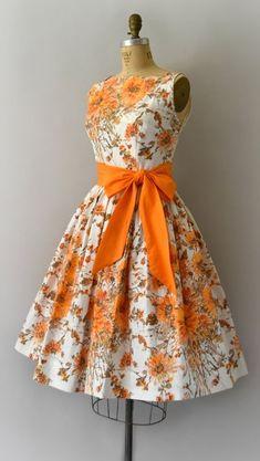Petite Fashion Tips .Petite Fashion Tips Petite Fashion Tips, Fashion Tips For Women, 1950s Fashion, Vintage Fashion, Classy Fashion, French Fashion, Fashion 2020, Spring Fashion, Vintage 1950s Dresses
