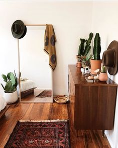 Happy Boho Thursday! This week we bring you warm & bright by @verdurouswomen. Cacti, check. Mid century dresser, check. Vintage rug, check!…