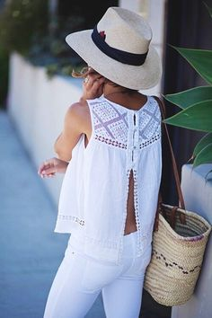 summer outfits Grey Hat + White Blouse + White Skinny Jeans