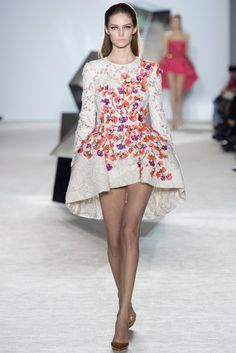 hot-or-hmm-amal-alamuddin-post-wedding-giambattista-valli-spring-2015-couture-floral-and-lace-dress-runway.jpg (1366×2048)