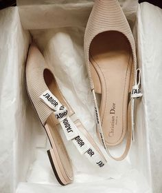 Fashion Tips 101 .Fashion Tips 101 Pretty Shoes, Beautiful Shoes, Cute Shoes, Me Too Shoes, Cristian Dior, Elegantes Outfit, Mocassins, Flats, Sandals