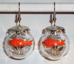 Ausgefallene Ohrringe Glaskugel mit Fisch handgemacht Edelstahl http://verrueckte-ohrringe-und-schmuck-welt.de/neu/ausgefallene-ohrringe-glaskugel-fisch.html