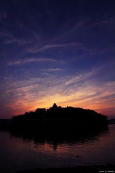 日暮れの唐津城
