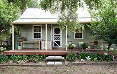 Home Design Drawing Top Ten Australian Homes of 2015 · Jess Wootten and Krystina Menegazzo — The Design Files Cottage Exterior, House Paint Exterior, Exterior House Colors, Australian Architecture, Australian Homes, Australian Country Houses, Porches, Weatherboard Exterior, Cottage Renovation
