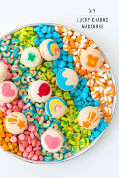 DIY Lucky Charms Macarons for St. Patrick's Day (Sugar & Cloth) Macarons, Macaron Cookies, Macaron Recipe, Fun Desserts, Delicious Desserts, Dessert Recipes, Yummy Food, Healthy Desserts, Yummy Recipes