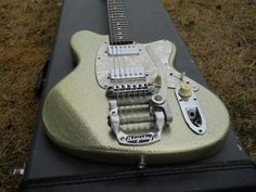 Clean & Original!1995 Ibanez JAPAN Talman TC-825Silver SparkleOriginal Guitar With Original Hard Case!Original Bigsby Guitar With Pro Added Stop Tail OptionPLEASE DO NOT mistake picture glare for flaws.. If you think your seeing something not mentioned in this listing, please ask!!There are l...